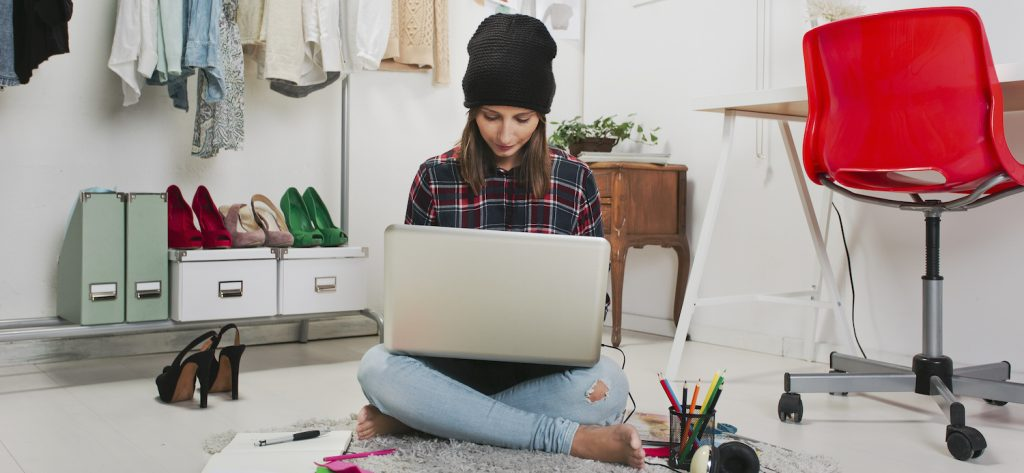 Blogger influencer working with brand for a native content campaign